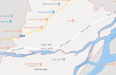 Quảng Ngãi: Lật thuyền trên sông Trà Khúc, 5 người thoát nạn
