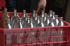 Bình Phước: Tiêu hủy 900 lít bia hơi không rõ nguồn gốc xuất xứ