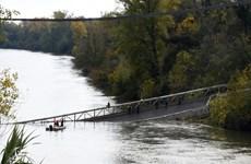 Xác định nguyên nhân gây ra vụ sập cầu ở Tây Nam nước Pháp