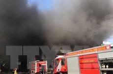 Cháy lớn tại nhà xưởng sản xuất giường, tủ rộng hơn 2.000m2