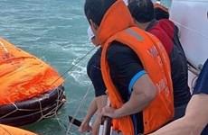 Cứu nạn 11 thuyền viên bị chìm tàu trên vùng biển Quy Nhơn
