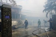 Đà Nẵng: Cháy lớn tại một xưởng gỗ ngay bên cạnh kho gas