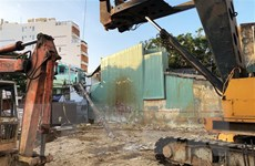 Bình Định: Cần khoan bằng thép dài gần 20m đổ sập vào nhà dân