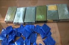 Bắt đối tượng mua bán 4 bánh heroin, 6.000 viên ma túy tổng hợp