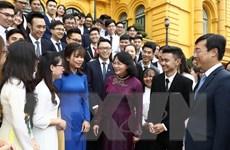Phó Chủ tịch nước gặp mặt sinh viên tiêu biểu đạt giải Sao Tháng Giêng
