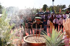 Dâng hương nhân kỷ niệm 60 năm chiến thắng Tua Hai lịch sử