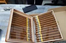 Bắt 3 đối tượng mua bán xì gà nghi nhập lậu, thu giữ 15.000 điếu