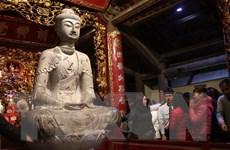 Thời tiết đẹp, người dân nô nức về hội Phật Tích đầu năm