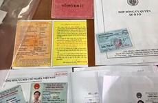 Bắt tạm giam 4 đối tượng làm giả giấy tờ để lừa bán xe ôtô