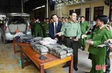 Hà Tĩnh: Bắt quả tang 2 đối tượng vận chuyển 45kg ma túy tổng hợp