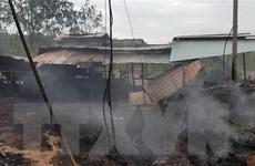 Bình Phước: Cháy cơ sở xử lý rác thải thiêu rụi nhiều máy móc