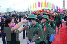 Thanh niên khu vực Quân khu 1 hăng hái lên đường nhập ngũ
