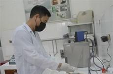 Nhiều trường học tại Đà Nẵng pha chế nước rửa tay sát khuẩn