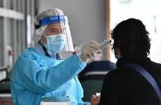 Hong Kong cảnh báo dịch bệnh COVID-19 có thể bùng phát theo nhóm