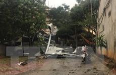 Mưa đá và dông lốc ở thành phố Yên Bái khiến 4 người bị thương