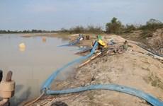 Bà Rịa-Vũng Tàu: Rầm rộ hoạt động bơm hút cát tại hồ Châu Pha