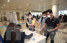 Lấy mẫu xét nghiệm COVID-19 với khách từ châu Âu, Mỹ ngay tại sân bay