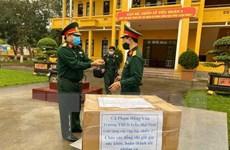 COVID-19: Cô giáo Thanh Hóa tự tay làm hơn 400 tấm chắn ngăn giọt bắn