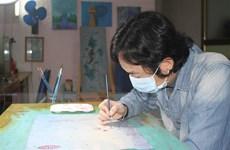 Họa sỹ trẻ vẽ tranh tuyên truyền phòng, chống dịch COVID-19