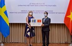 Việt Nam trao tặng thiết bị y tế chống COVID-19 cho Thụy Điển