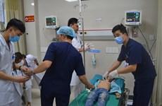 Phú Thọ: Bé trai 8 tuổi bị tôn cứa vào cổ, chảy nhiều máu