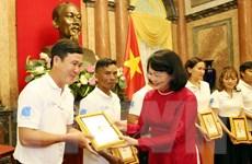 Phó Chủ tịch nước Đặng Thị Ngọc Thịnh gặp mặt gia đình trẻ tiêu biểu