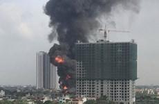 [Video] Cháy lớn chưa rõ nguyên nhân tại khu vực gần cầu Đông Trù