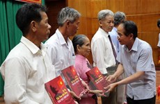 Phát hành cuốn sách 'Bà mẹ Việt Nam Anh hùng tỉnh Thừa Thiên-Huế'