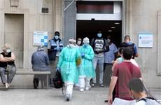 Tỷ lệ mắc COVID-19 tại Tây Ban Nha tăng gấp ba sau khi nới phong tỏa