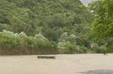 Thuyền máy bị chìm khi tham quan chùa Hương, 4 người thoát chết