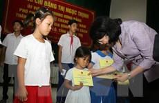 Phó Chủ tịch nước trao quà tặng các gia đình chính sách tại Quảng Trị