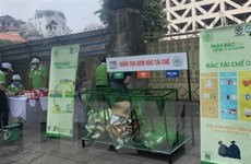 Thành phố Hà Nội thực hiện thí điểm chương trình đổi rác lấy quà
