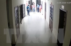 Bị xử tù giam, bị cáo mang thuốc trừ sâu đến trụ sở tòa án gây rối