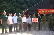 Trưởng ban Dân vận TW thăm cán bộ, chiến sỹ biên phòng Cao Bằng