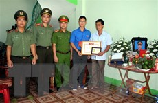 Truy tặng huy hiệu 'Tuổi trẻ dũng cảm' cho chiến sỹ công an Bắc Giang