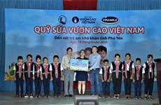 Trao 83.400 ly sữa cho trẻ em có hoàn cảnh khó khăn ở Phú Yên