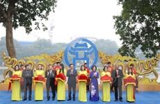 Triển lãm 'Hà Nội: Những dấu son lịch sử' tại khu vực hồ Hoàn Kiếm