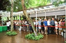 [Photo] Khách xếp hàng dài để xem nhà mẫu và mua nhà tại Ecopar