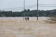 Kịp thời đưa người bị nạn giữa vùng lũ lụt biệt lập đi cấp cứu