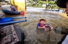 [Audio] Làm từ thiện mùa mưa lũ: Xin đừng đong đếm lòng tốt