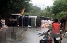 Liên tiếp xảy ra hai vụ lật xe trên Quốc lộ 6 đoạn qua tỉnh Sơn La