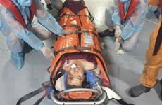 Tàu cứu nạn hàng hải 'xuyên bão' cứu một thuyền viên nước ngoài