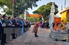 Đoàn đại biểu Hà Nội dâng hương tưởng niệm danh nhân Chu Văn An