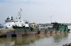 Phát hiện tàu vỏ sắt chở 20.000 lít dầu không rõ nguồn gốc