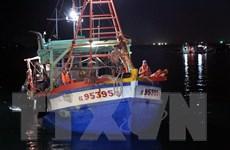 Bắt quả tang hai tàu sang mạn dầu trái phép trên biển Tây Nam