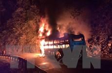 Xe khách cháy rụi trên Quốc lộ 279, may mắn không có thương vong