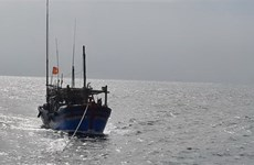 Rãnh thấp gây mưa dông, lốc xoáy và gió giật mạnh trên biển