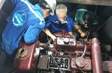 Kịp thời sửa chữa hai tàu cá của ngư dân Phú Yên gặp sự cố trên biển