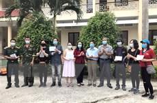 Trao chứng nhận hoàn thành cách ly cho 132 công dân Việt Nam về từ Anh