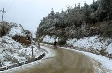 Tiềm ẩn nguy cơ tai nạn khi đi trên những cung đường có băng, tuyết